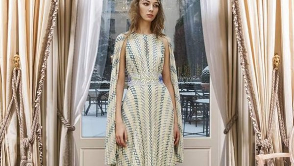 شاهدي.. فساتين سهرة لافتة لمصممة الأزياء Luisa Beccaria