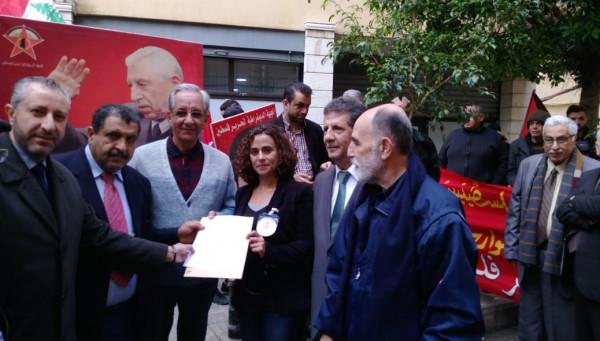 بيروت: اعتصام تضامني مع الاسرى في افتتاح فعاليات الديمقراطية بذكرى يوبيلها الذهبي