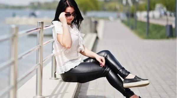 كيف تختارين ملابس مناسبة مع السراويل الضيقة؟ إليك 8 أفكار مميزة