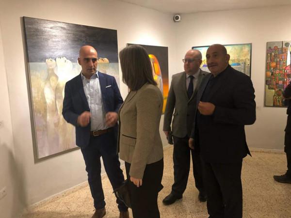 جاليري وولد اوف يفتتح المعرض الجماعي بلا حد بمشاركة 23 فنان وفنانة