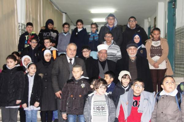 وزير الأوقاف يسلم اجهزة تعليمية للمكفوفين لطلاب مدرسة القبس للاعاقة البصرية
