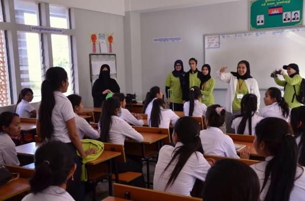 السلطات القطرية تفصل 20 معلمة بشكل تعسفي