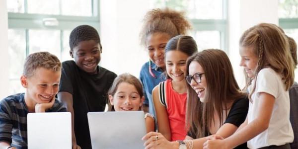 الجالية الفلسطينية ببريطانيا تعلن عن إطلاق مشروع (Coding and Youth) لتطوير مهارات الفتية