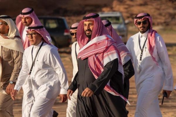 عائض القرني يَتغزل بإنجازات ولي العهد السعودي