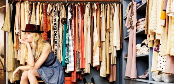 لماذا لا ترتدي النساء الملابس نفسها مرتين؟