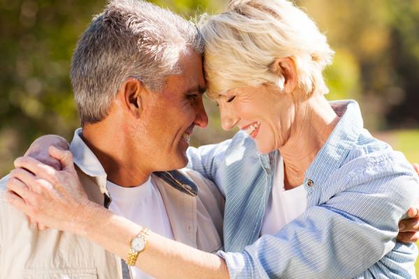 العلاقة الزوجية في الشيخوخة تحمي من الخرف