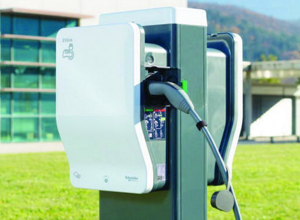 المجلس الأعلى للطاقة في دبي يحث على استخدام السيارات الكهربائية