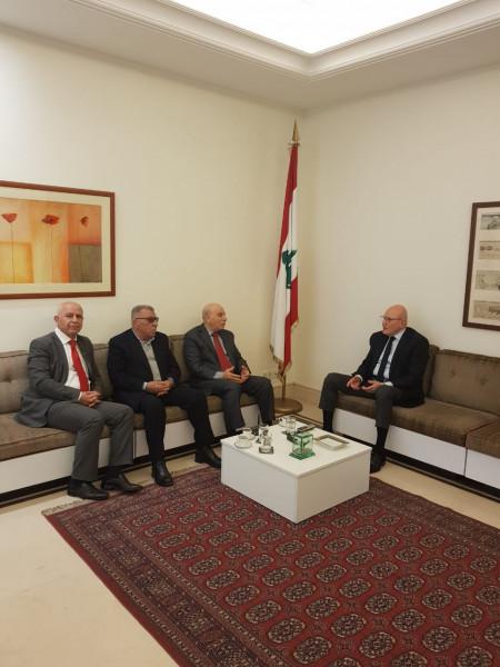 الجبهة الديمقراطية تلتقي الرئيس سلام وتعرض معه الأوضاع العامة