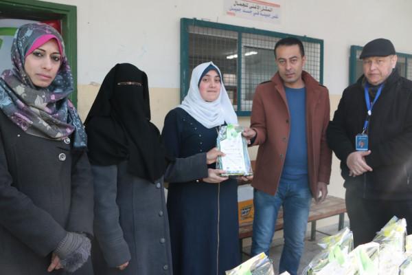 جامعة غزة تكرم طالبات مدرسة هاشم عطا الشوا الثانوية الأوائل