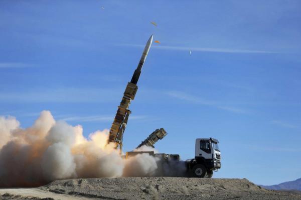 روحاني: إيران ستُواصل توسيع قوتها العسكرية وتجاربها الصاروخية