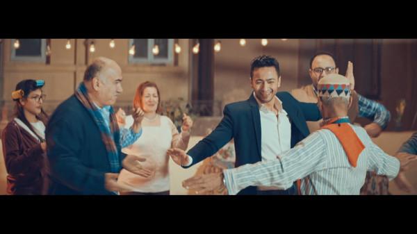 """مليون مشاهدة لكليب حمادة هلال """"اشرب شاي"""""""