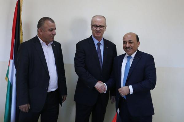 اتفاقية مع البنك الإسلامي لتنفيذ مشاريع البنى التحتية