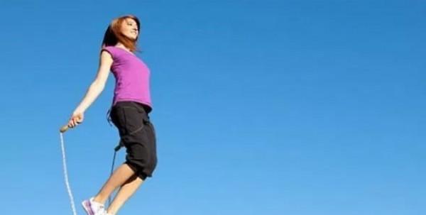 القفز 6 دقائق في الأسبوع يقي النساء من هشاشة العظام