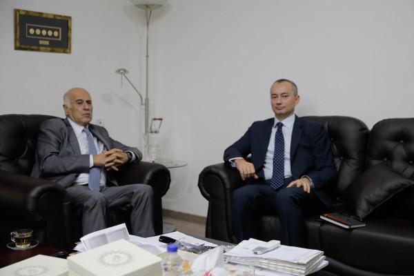 خلال لقاءٍ مع ملادينوف: الرجوب يؤكد على الموقف الفلسطيني الرافض لمؤتمر (وارسو)