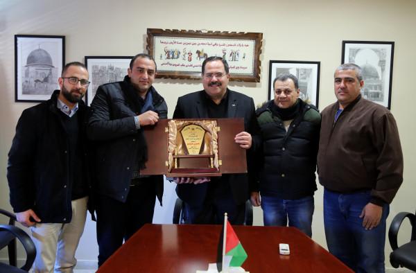 بلدية علار تُكرّم وزير التربية والتعليم العالي صبري صيدم
