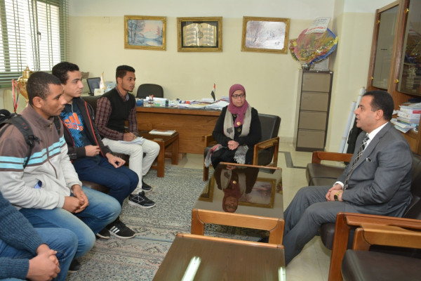 شلقامى يكرم أعضاء فريق كلية الحاسبات والمعلومات بجامعة أسيوط