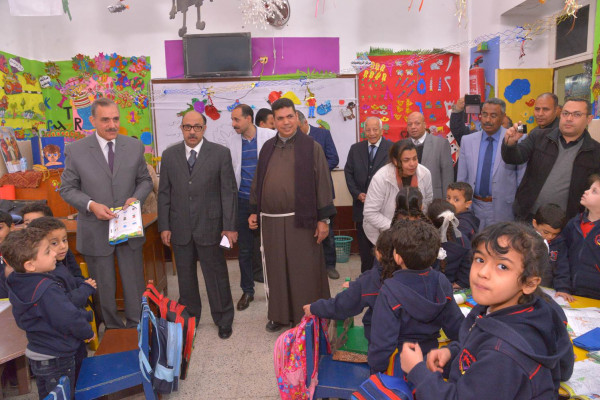 محافظ أسيوط يتابع سير عمل حملة القضاء على الطفيليات المعوية لطلاب المدارس
