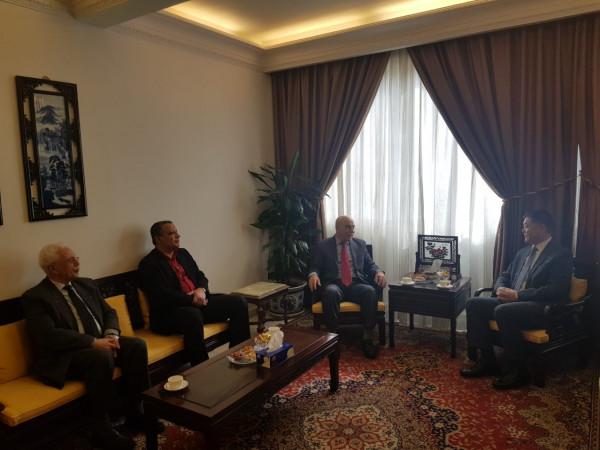 الجبهة الديمقراطية تلتقي سفير الصين في لبنان وتعرض معه الأوضاع السياسية