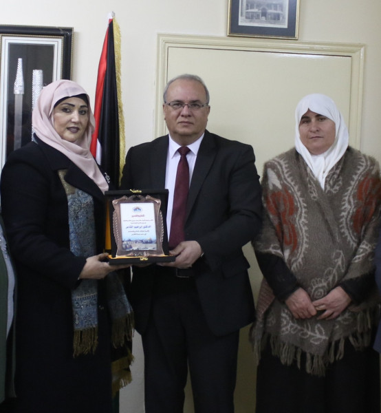 جمعية فتيات مقدسيات تكرم الوزير الشاعر على جهوده في خدمة القدس