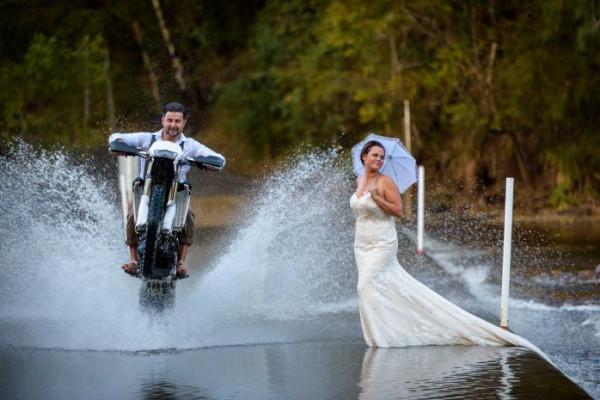 هل هذه أغرب صور زفاف على الإطلاق؟