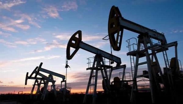 النفط يسجل ارتفاعاً وتوقعات بتوازن أسواق الخام