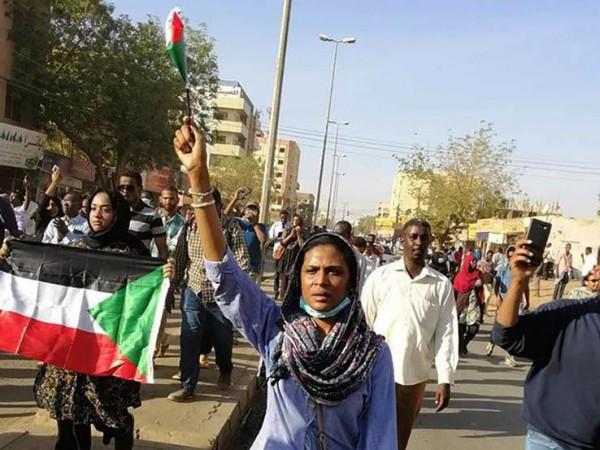 """السودان: اعتقالات ليلية استناداً لقانون الطوارئ.. والمعارضة """"مستمرة"""""""