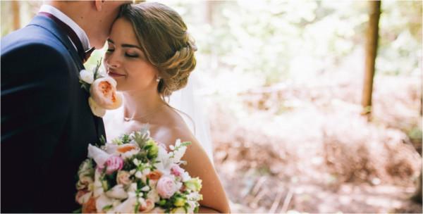 فوق الوديان وبجانب الحمم البركانية.. إليك أغرب مراسم الزفاف بالعالم