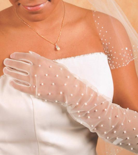 استوحي تصاميم لقفازات العروس الكلاسيكية من هنا