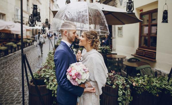 8 أسباب تدفعك لحب الأمطار يوم زفافك