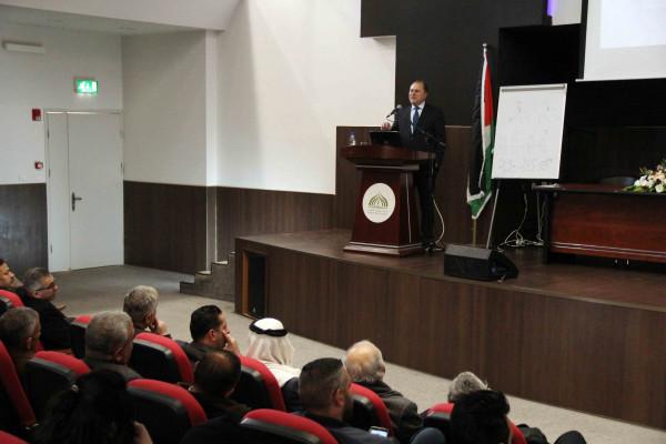 البروفيسور عوني الخطيب يقدم محاضرة حول تجربته في البحث العلمي