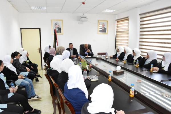 محافظة سلفيت تستقبل وفدا من طالبات مدرسة بنات ديراستيا الثانوية