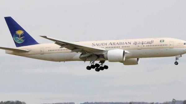 أم سعودية تنسى طفها فتعود طائرتها إلى جدة مسرعة