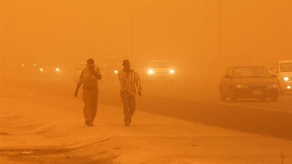 عاصفة ترابية تضرب مصر