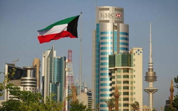 الكويت تُنهي خدمات مئات المصريين