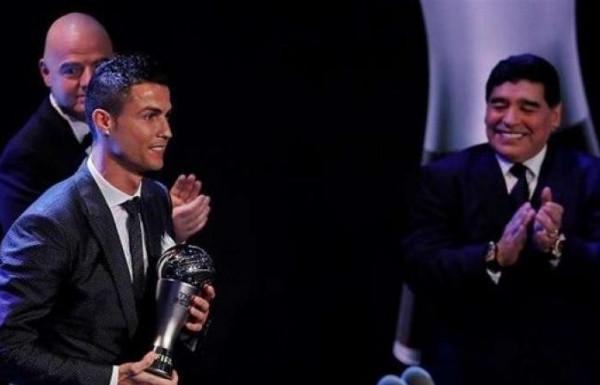 أصبح ساحراً.. ماذا قال مارادونا عن كريستيانو رونالدو