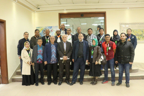 رئيس بلدية الخليل يلتقي وفداً من مدينة مكاسر الإندونيسية ويطلعهم على الأوضاع