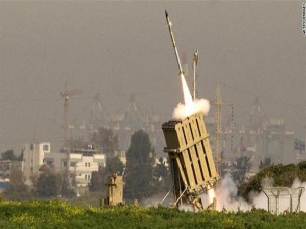 شاهد: لحظة اعتراض القبة الحديدية لأحد الصاروخين