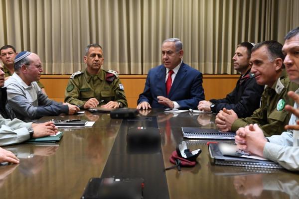 """بعد ساعات من المشاورات ..اسرائيل تقرر شكل الرد على صواريخ """"غزة"""" الليلة"""