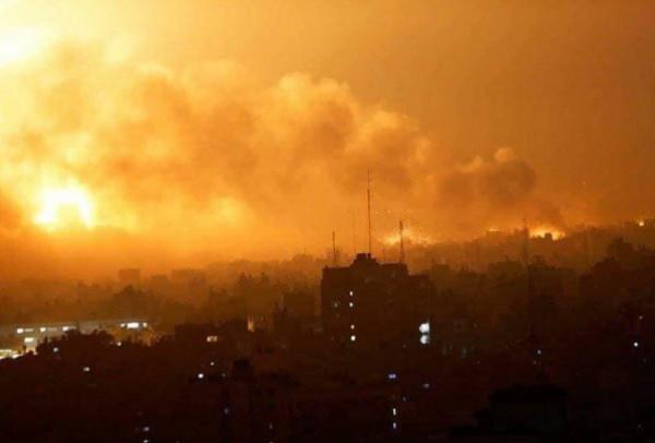 عشرات الغارات الإسرائيلية على قطاع غزة تستهدف منازل ومكتب للأسرى ومواقع للمقاومة