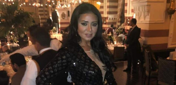 """رانيا يوسف بإطلالة جديدة.. شاهدوها بـ""""فستان الجماجم"""""""