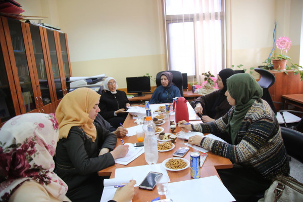 محافظة طولكرم تعقد اجتماعا مع المؤسسات التي تقدم الخدمة للنساء المعنفات