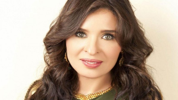 شاهد صورة الراقصة المصرية دينا بملابس الإحرام