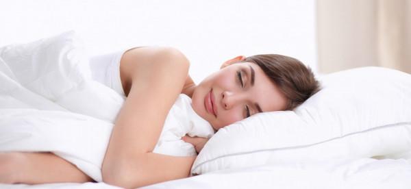 اختبر جودتها.. دليلك لاختيار وسادة تناسب وضعية نومك