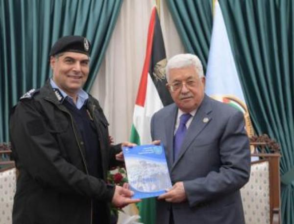 الرئيس عباس يتسلم التقرير السنوي للشرطة الفلسطينية