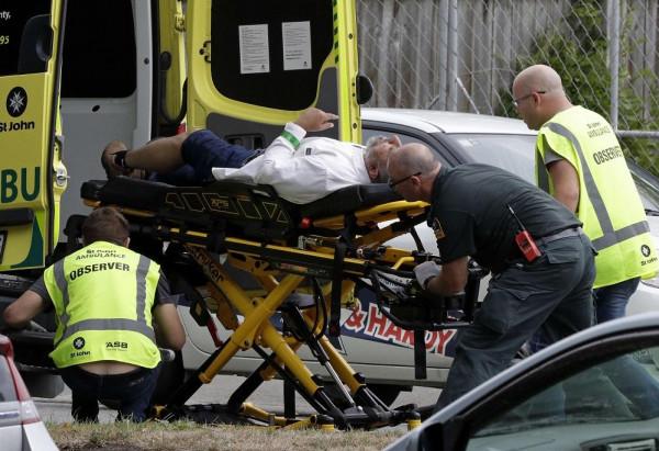 الإمارات تفصل عاملاً أشاد بمذبحة نيوزيلندا