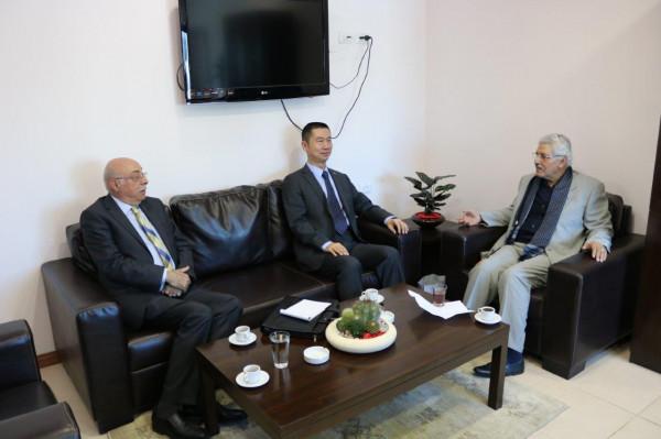 عرنكي والسفير الصيني في فلسطين يبحثان العلاقات الثنائية