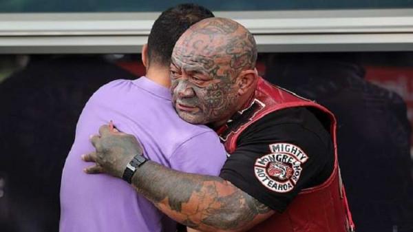 بشاعة هجوم نيوزلندا الإرهابي تُحرك عصابة الشوارع المنظمة لحماية المساجد