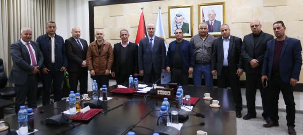 الحمد الله يستقبل أعضاء المكتب التنفيذي للجان الشعبية للمخيمات