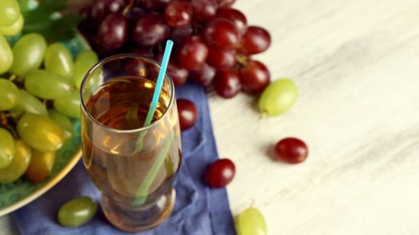 عصير العنب الأحمر والأخضر