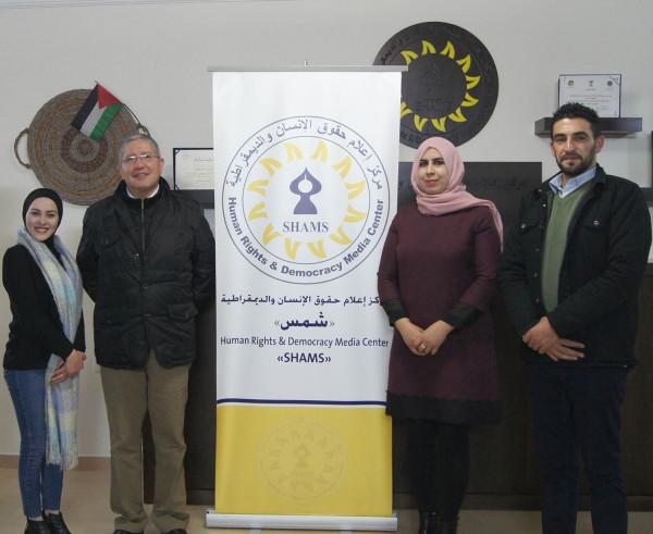 """سفير جمهورية الإكوادور لدى فلسطين يزور مركز """"شمس"""" ويطلع على تجربته"""